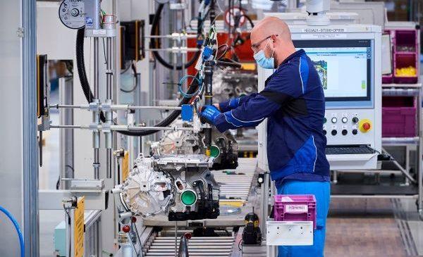 BMW Group accelerează mobilitatea electrică: sisteme de propulsie electrică pentru o jumătate de milion de automobile electrificate (hibride plug-in şi electrice)