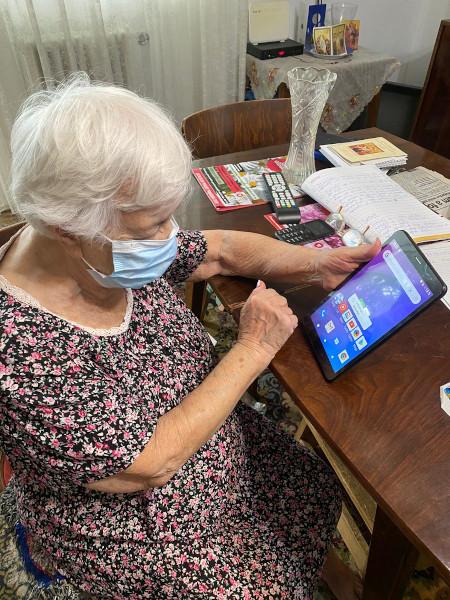 Varstnici conectati prin tehnologie