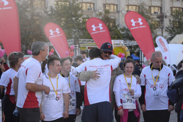 Ambasadorul UAE cu sportivi Special Olympics Romania