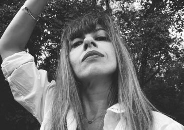 Tatiana Ernuteanu: Scriu poezie pentru ca imi permite sa fac un striptease confesiv
