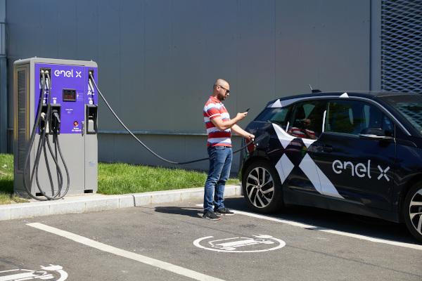 Enel X România rețea de puncte de încărcare a vehiculelor electrice