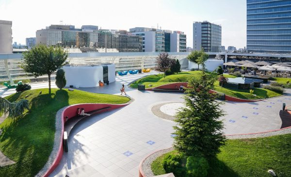 Vacanța urbană continuă în fiecare dimineață cu Răzvan și Dani, pe terasa Promenada
