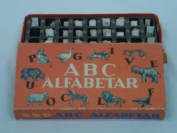 alfabetar - Scoala de altadata Mega Mall Muzeul jucariilor