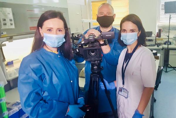 biolog Mihaela Lazăr, șefa Laborator Infecții Respiratorii Virale și echipa TVR