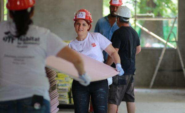 PENNY inaugurează alături de Habitat for Humanity centrul comunitar din Buftea