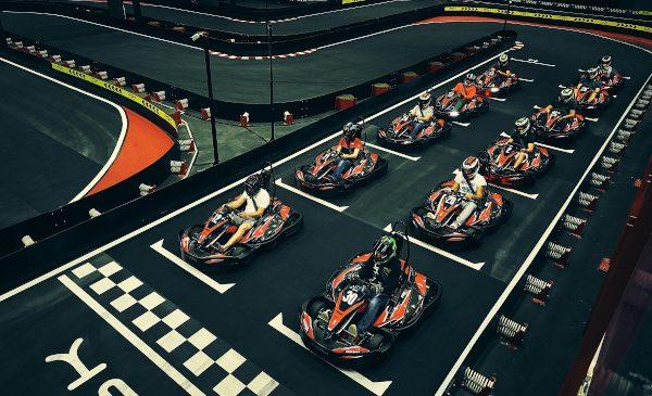 Experiența unei ture pe circuitul VMax! Fii pilot pentru o zi la VMax Karting
