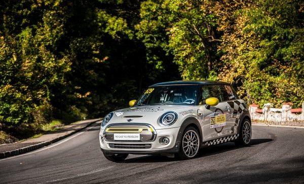 Premieră mondială semnată în România: MINI Cooper SE participă pentru prima dată în istorie într-o cursă de viteză