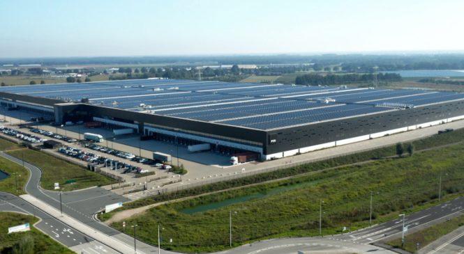 S-a finalizat instalarea celui mai puternic acoperiș din panouri solare din lume care acum este funcțional la depozitul și centrul logistic PVH Europe