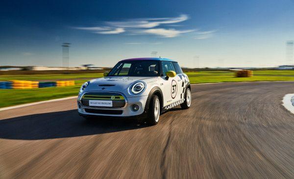 Vitesco Technologies MINI Electric Racing – Motorsport altfel