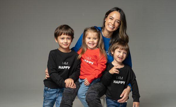 Andreea Raicu lansează prima colecție de hanorace cu mesaje pentru copii