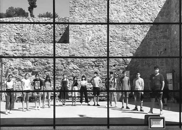 Elevii din Drobeta alaturi de trainerii lor