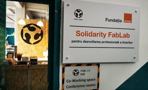 90 de tineri vulnerabili vor lucra cu cele mai noi tehnologii la primul Solidarity FabLab din România
