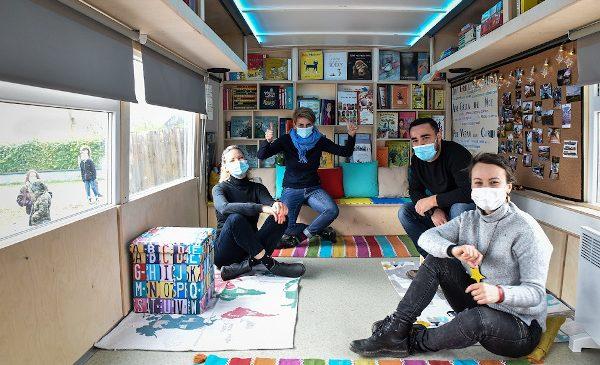 Autobuzul scos din circulație și transformat radical într-un adevărat hub educațional este pregătit să își primească elevii EduBuzz a ajuns acasă