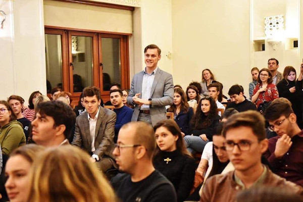 Studenții față în față cu liderii politici