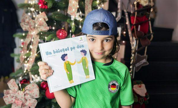 """Mihai Bonoiu, de opt ani, a scris """"Un băiețel pe dos"""", o carte despre prieteniile imaginare ale copiilor"""