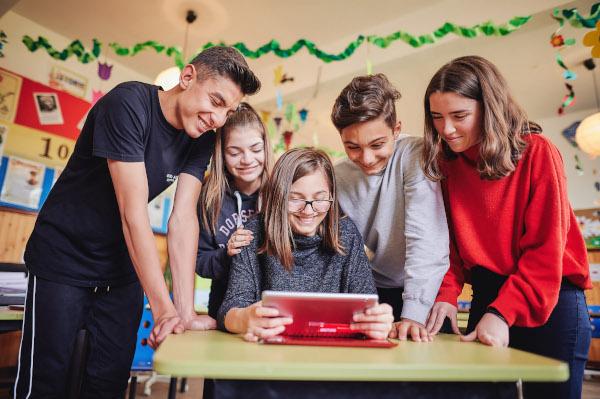 Vizual Vodafone investeste 20 de milioane de euro pentru a dezvolta competentele digitale si educatia
