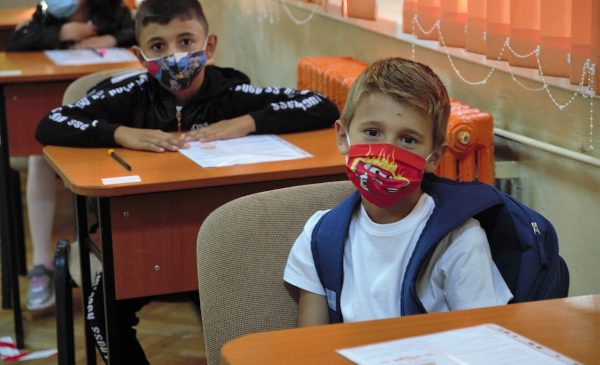 1080 de copii din medii defavorizate și-au continuat educația în 2020 datorită parteneriatului strategic dintre  Raiffeisen Bank și Fundația United Way România