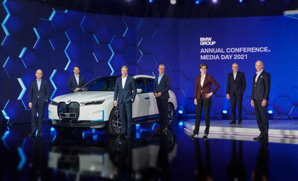 """O nouă eră, o """"Nouă clasă"""": BMW Group intensifică ofensiva tehnologică împreună cu o realiniere vastă – electric, digital şi circular fără compromisuri"""