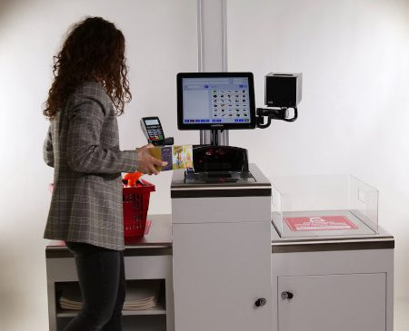 S-a lansat Magister Easy CheckOut (ECO), primul sistem self-checkout fabricat integral în România
