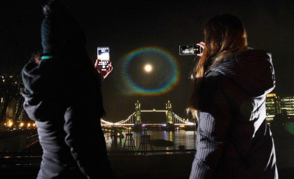 OnePlus luminează cerul cu primul curcubeu nocturn (Moonbow) fotografiat cu seria OnePlus 9