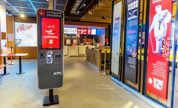 Experiență 100% touchless la KFC. Sistemul de kiosk touchless este acum disponibil în 15 restaurante din București