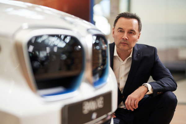Dr. Josef Reiter, Managing Director BMW Group Romania, presenting the BMW iX3 – There is more
