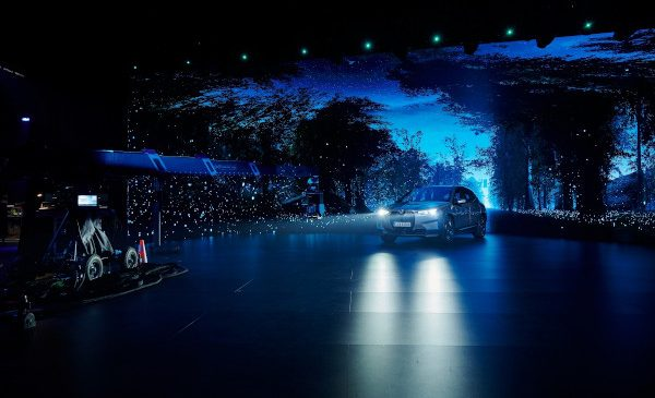 BMW Group câştigă Premiul iF Design Gold 2021 pentru prezentarea noului model BMW iX
