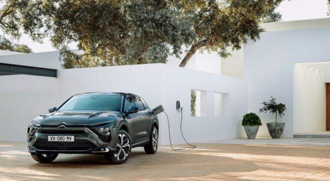 C5 X este expresia supremă a filozofiei mărcii Citroën: design îndrăzneț și inovație pentru o experiență relaxantă la volan