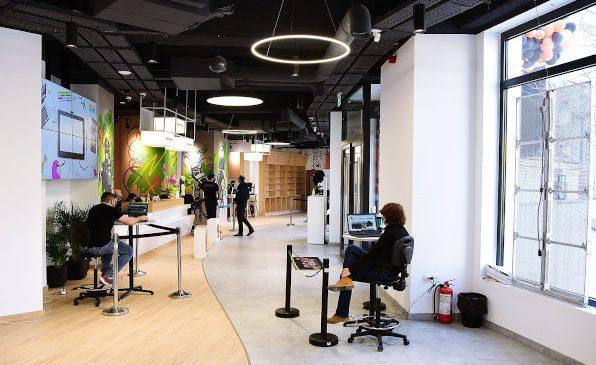 F64, liderul pieței foto – video din România, se mută într-un spațiu nou. Experience Center pune la dispoziția clienților peste 16.000 de produse