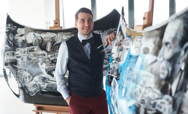 Evoluţie – un proiect de artă despre evoluţia mărcii MINI pe capote de motor semnat de Adrian Mitu