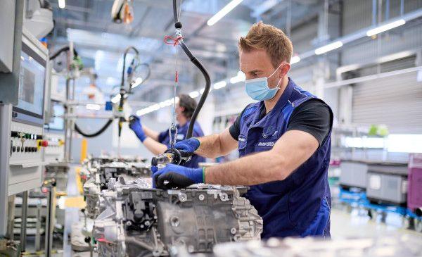 Începe producţia de sisteme de propulsie electrice pentru modelele complet electrice BMW iX şi BMW i4
