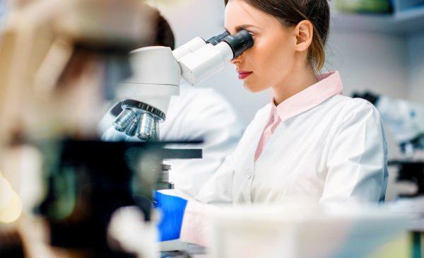 Universitatea Oxford și Oracle se aliază pentru a accelera identificarea variantelor de COVID-19