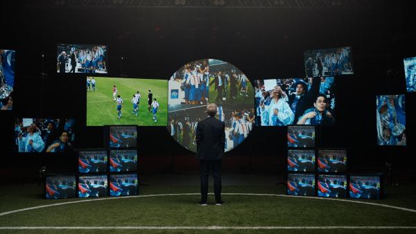 """Studiul """"Suporterii fotbalului"""" realizat de Mastercard înaintea finalei UEFA Champions League arată că 90% dintre fanii fotbalului cred că emoția pe care o aduc pe stadion îi face pe jucători mai puternici"""