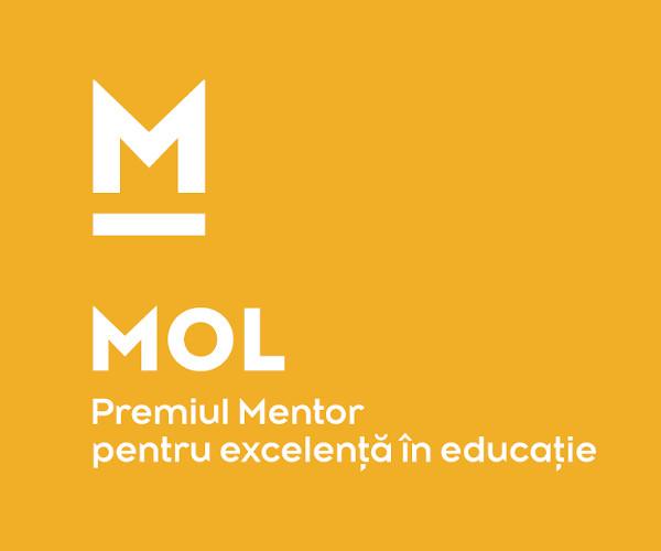 Közösségért Alapítvány Mentor_álló almárka logó_RO_feher