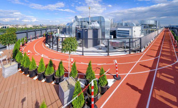Skanska inaugurează prima pistă de alergare rooftop din România, pe acoperișul clădirilor Campus 6.2 și 6.3 din București