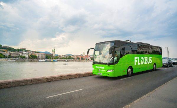 FlixBus reia cursele cu autocarul spre Ungaria, după o pauză de 9 luni