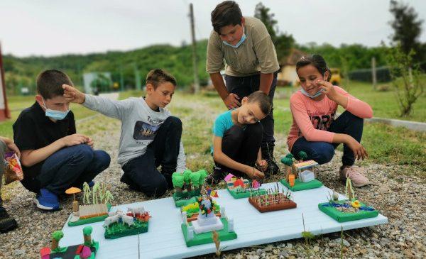 Unul din cinci copii din comuna Corlățel, Județul Mehedinți, are cel puțin un părinte plecat în străinătate