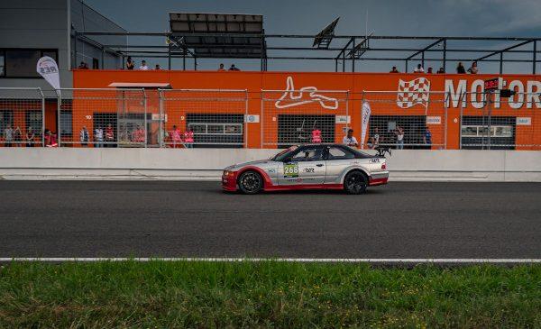 Victorie la limită pentru BMW în Romanian Endurance Series pe sensul antiorar al Motorpark România
