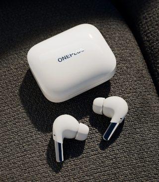 OnePlus intră în segmentul audio premium cu căștile wireless OnePlus Buds Pro