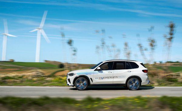 Start pentru mobilitatea fără CO2 a viitorului: BMW iX5 Hydrogen în acţiune pentru prima dată la IAA Mobility 2021