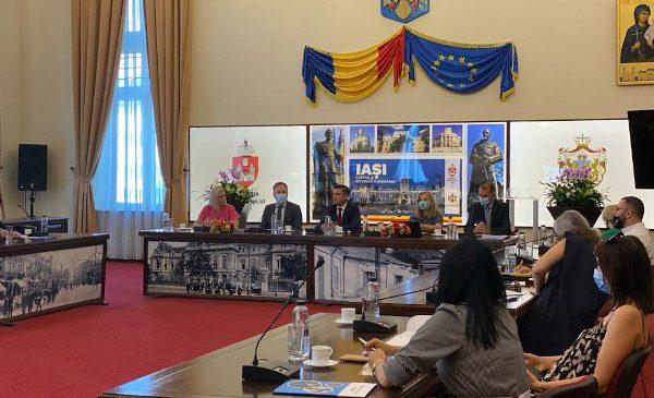 Copiii de acasă ai diasporei: Primăria Municipiului Iași și Teach for Romania aduc împreună o parte din actorii implicați în garantarea accesului la educație de calitate, adecvată pentru copiii cu părinți plecați în diaspora