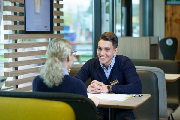 McDonald's în România Manageri Trainee. Imagine de Mihnea Ratte www.instagram.com/mihnearatte/