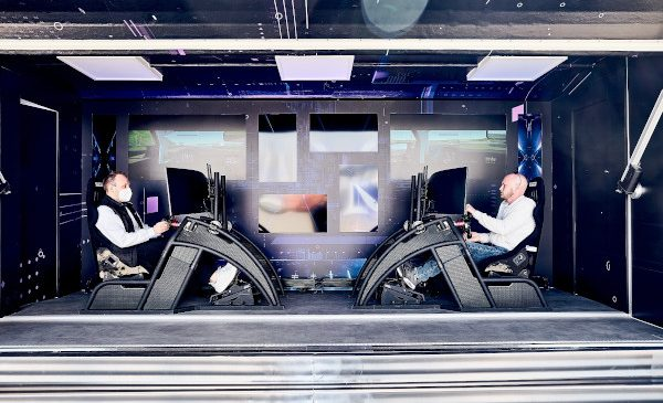 BMW VIRTUAL vs. REALITY TOUR. Caravana internaţională SIM Racing se opreşte în Bucureşti – concurează pentru un loc în marea finală de la Salzburg, din 23-24 octombrie