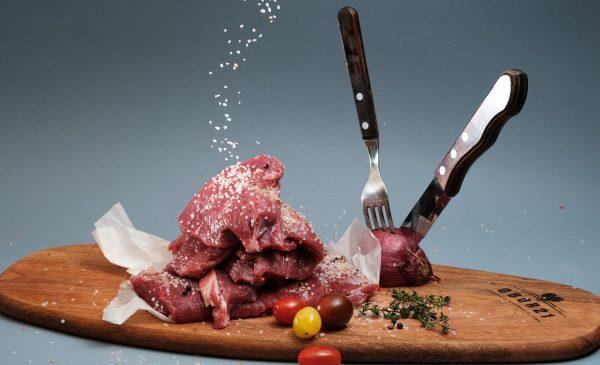 Studiu Obor21.ro: Jumătate dintre români consumă zilnic carne și preparate din carne
