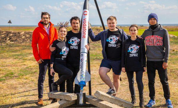 Vodafone România susține prima echipă românească la competiția European Rocketry Challenge din Portugalia