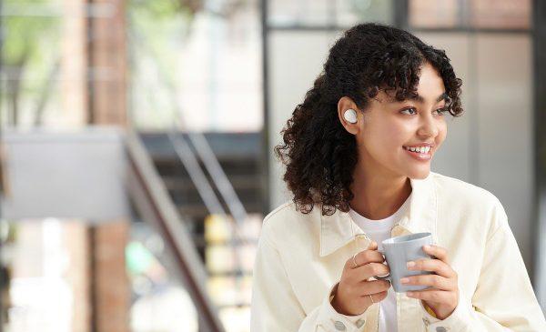 Sony extinde gama de căști wireless și lansează modelele WF-C500 și WH-XB910N