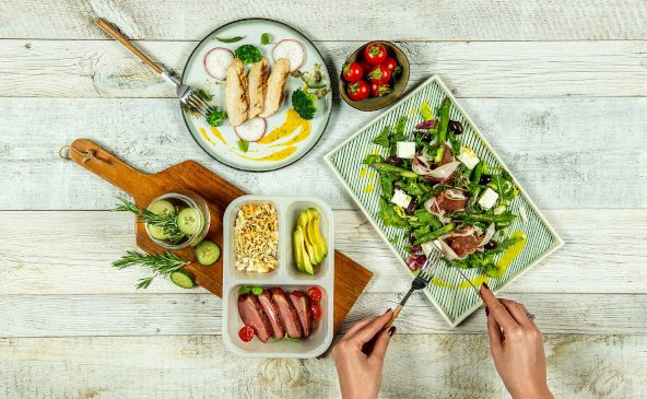 Planificarea meselor și cumpărăturile prestabilite reduc semnificativ cantitatea de alimente care va fi aruncată
